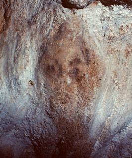 Le premier portrait peint, réaliste, d'un être humain, Grotte de Bernifal (Dordogne), cliché Abbé Breuil