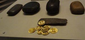 Forme à emboutir les médailles en tôle d'or, Irlande néolithique