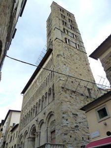 """Arezzo, église Santa-Maria e Pieve, le campanile suronommé """"La tour aux cent trous"""", XIIIè s., Cliché Jean-François Martine"""