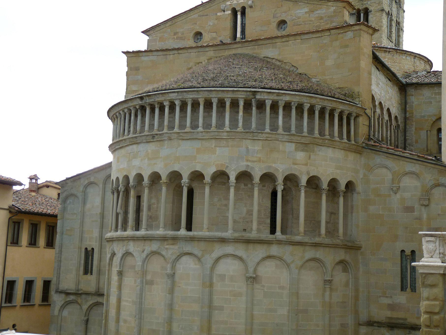 Arezzo, Santa_Maria e Pieve, Chevet depuis la Piazza grande, cliché Jean-François Martine