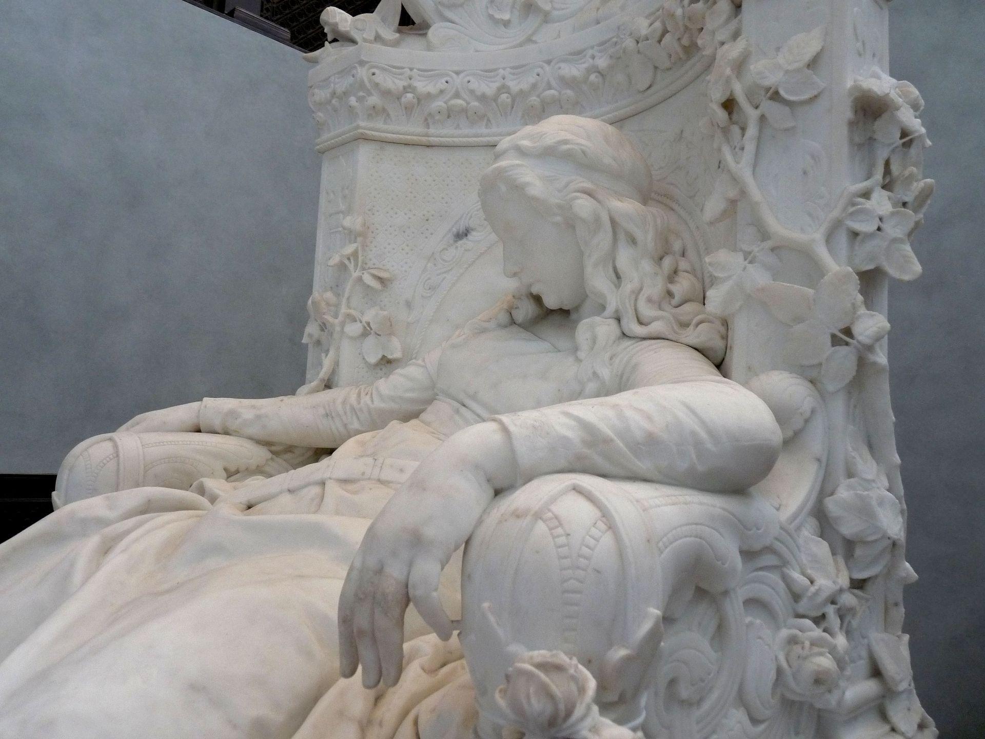 1880, La Belle au bois dormant, Ludwig Sussman-Helborn détail de la sculpture