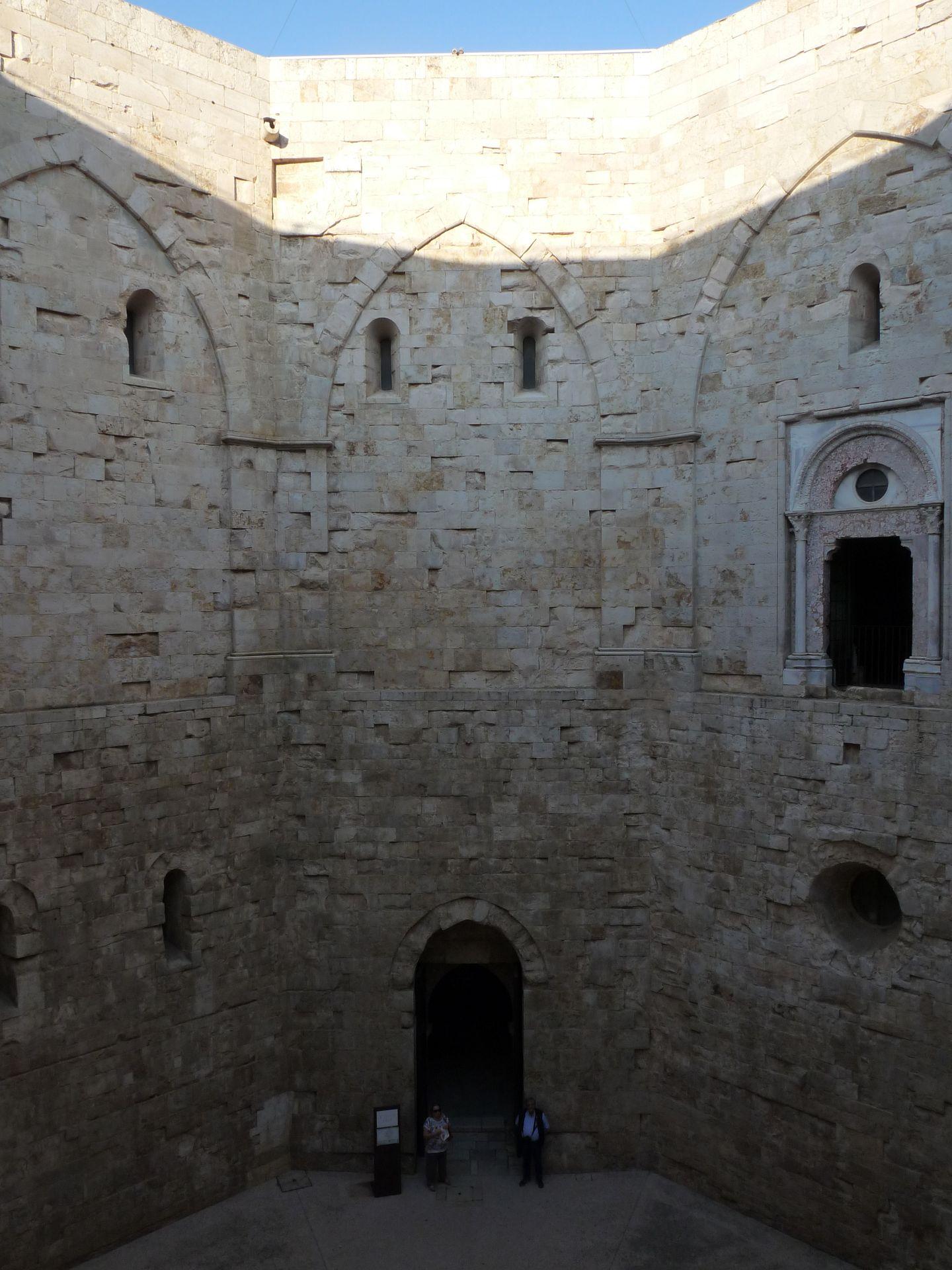 Castel-del-Monte_int_P1540314_JFMartine