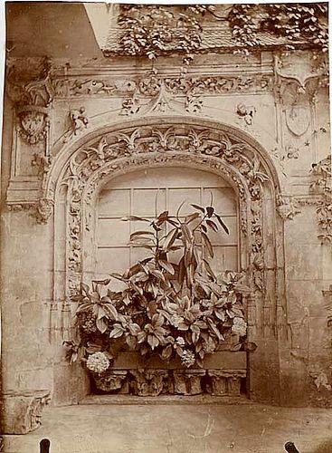 45 Un condensé d'histoire de France sur un porche oublié, à Yerres (91) ?
