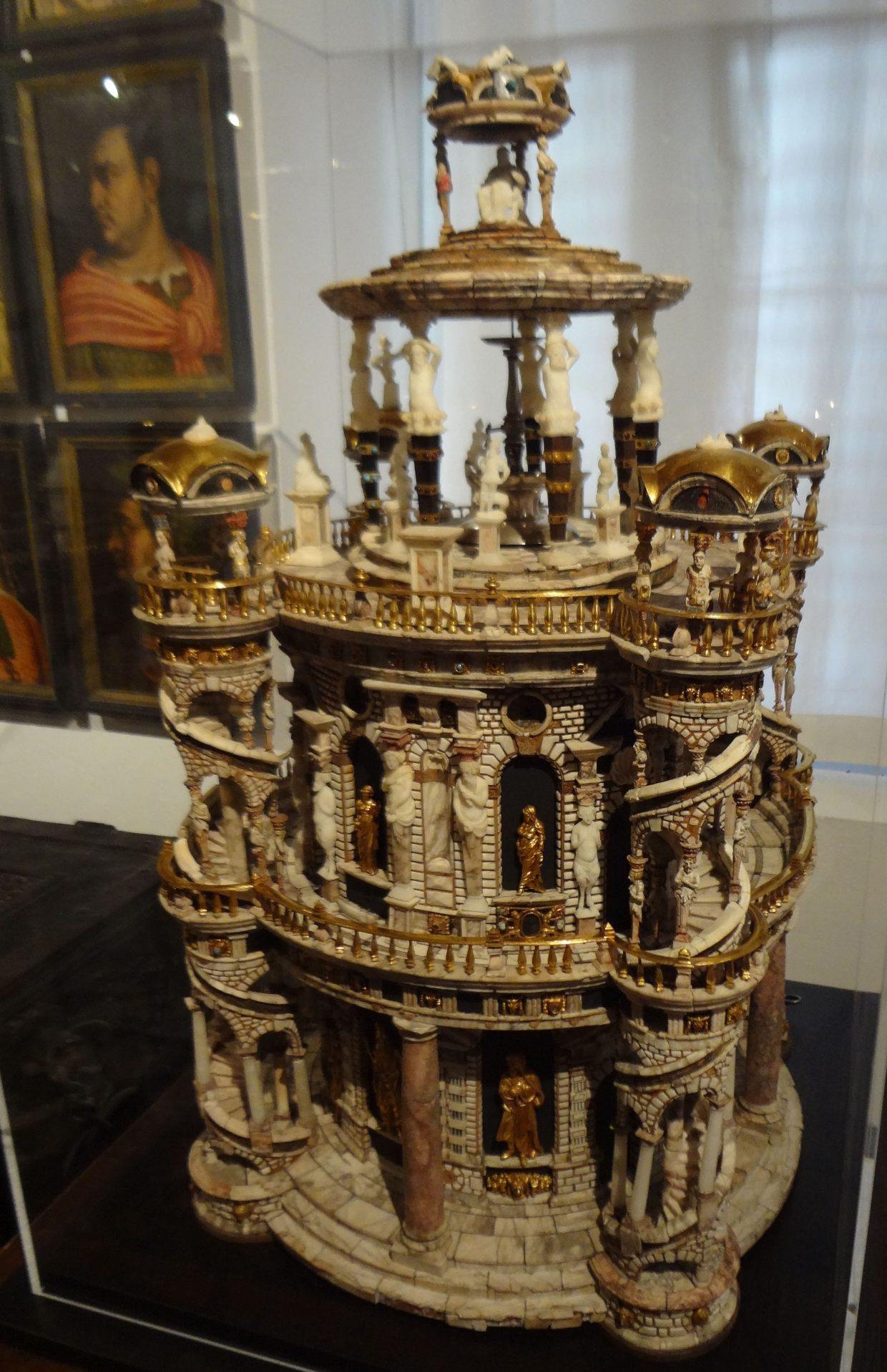 Ambrass Schloss, Innsbruck, Autriche, Kabinetschranck du cabinet de curiosités, cliché JF Martine